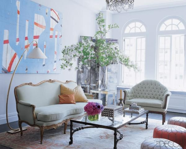 Candace Bushnell opted for a soft antique Oushak in her own living room.