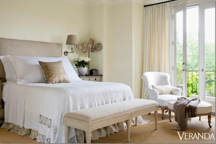 In Jane's bedroom, she uses wall to wall seagrass, lace and linen to create of combination of textures. The result is soft but interesting.